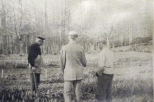 HF du Pont with gardeners
